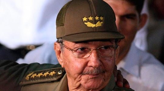 Raul Castro'dan Obama'ya sert eleştiri
