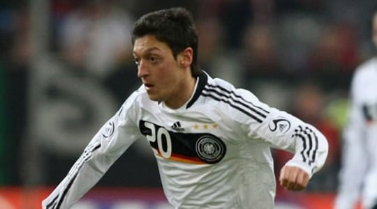 Mesut Özil Real Madrid'e transfer oldu