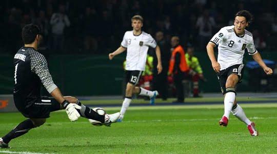 Lüksemburg ve Mesut Özil'i Yuhalamak !