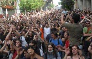 Atina'da isyan durmuyor