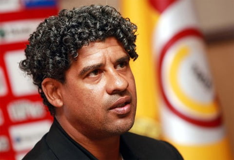 Photo of Galatasaray Manager Frank Rijkaard angered by Reporter