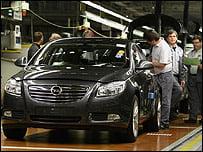 Photo of Merkel'den Opel'in gidişine fren . . .