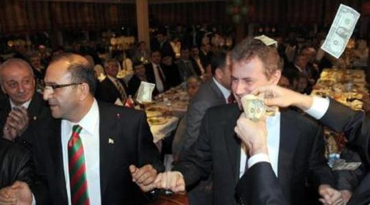 Photo of Biz Ayrı Dünyaların insanları mıyız TFF ve Mahmut Özgener Bey ?