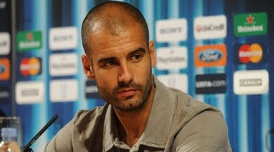 Photo of Guardiola'nın yakasındaki pembe kurdele